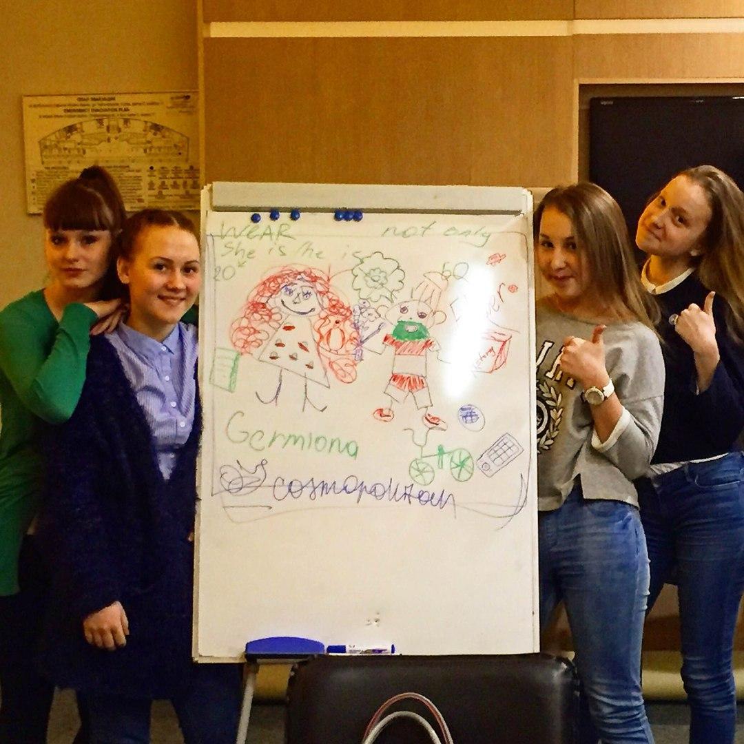 Ученицы из подростковой группы уровня A1-A2